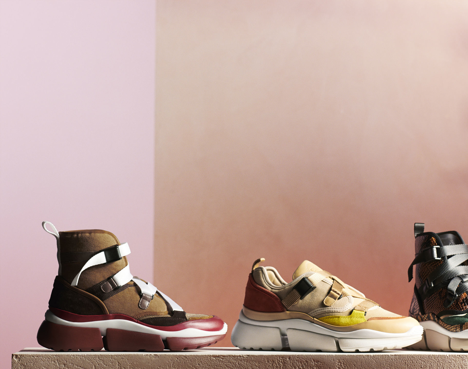 editorialhotspot grid_2x1_HP_D_sneakers