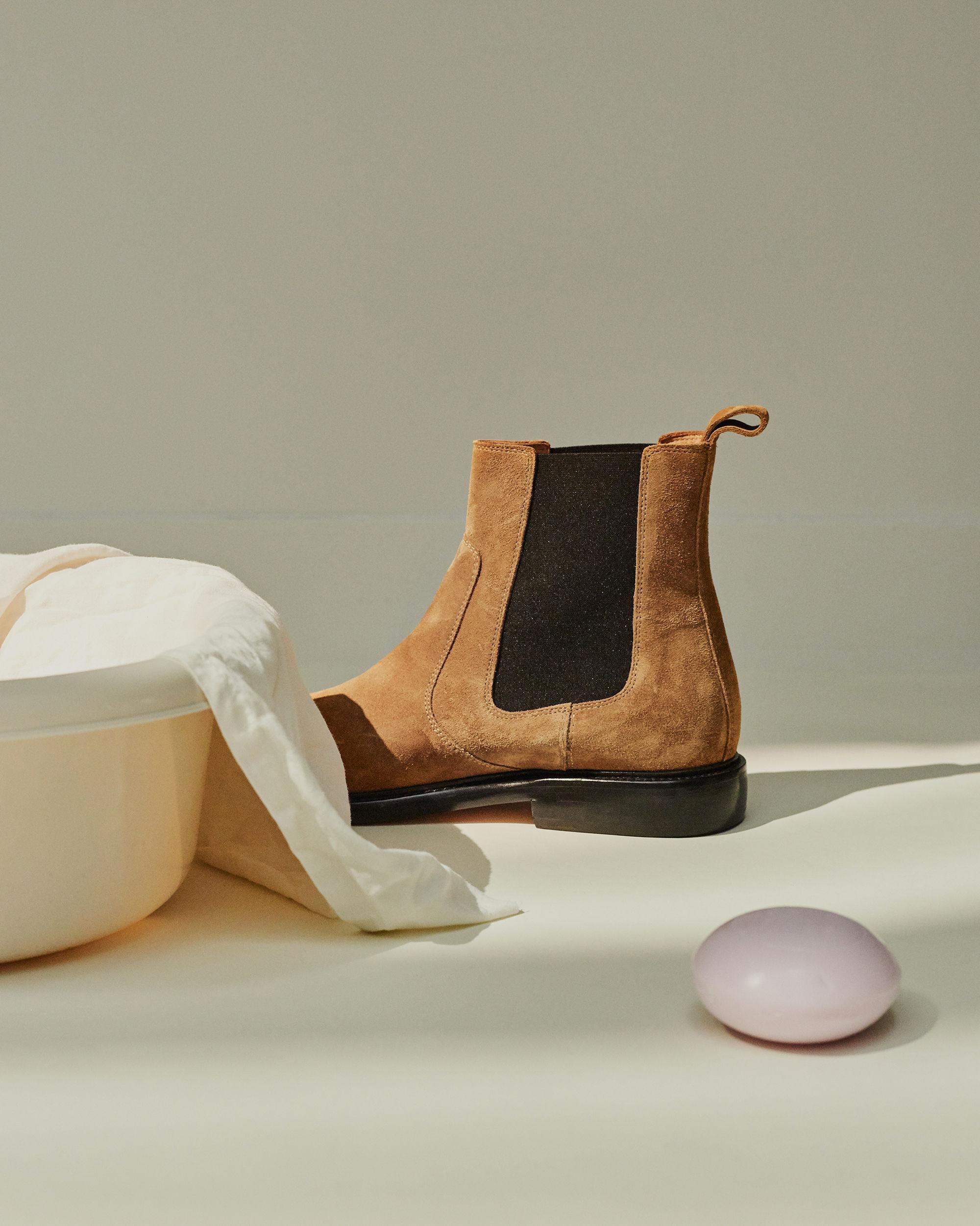 CHELT boots