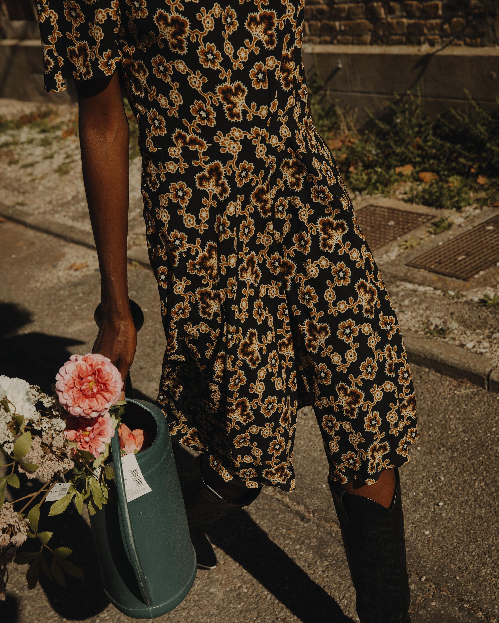 LOELA floral crêpe skirt