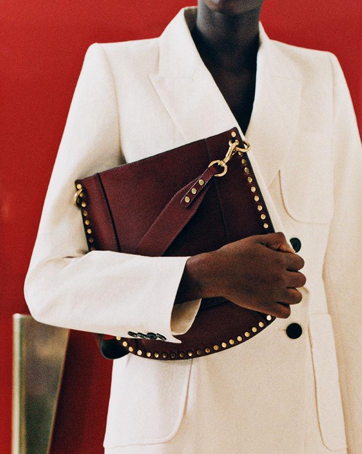 Model is wearing the Oskan bag.