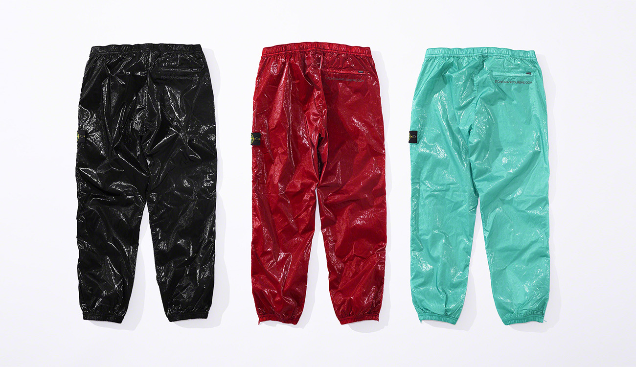 Back view of three pairs of jogging pants in New Silk Light fabric, one black, one red and one aquamarine.