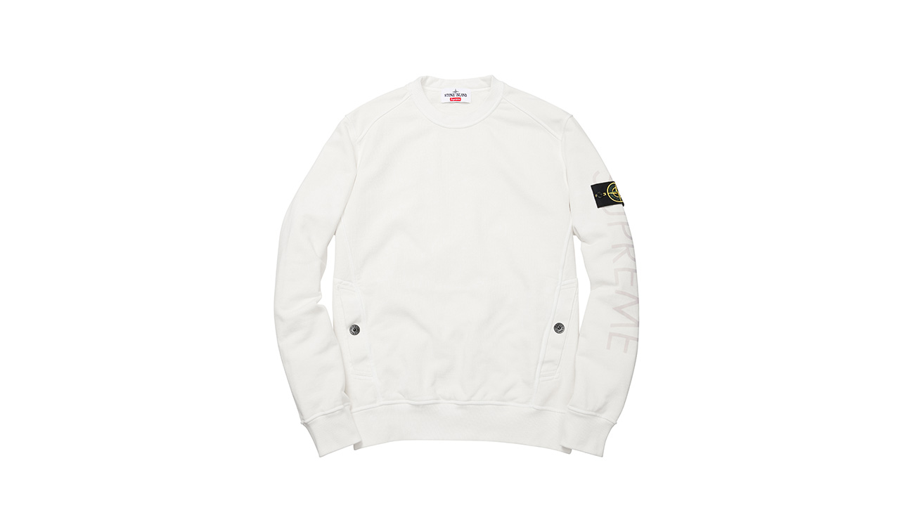White sweatshirt with crewneck and diagonal pockets, with Stone Island badge and Supreme written on left arm.