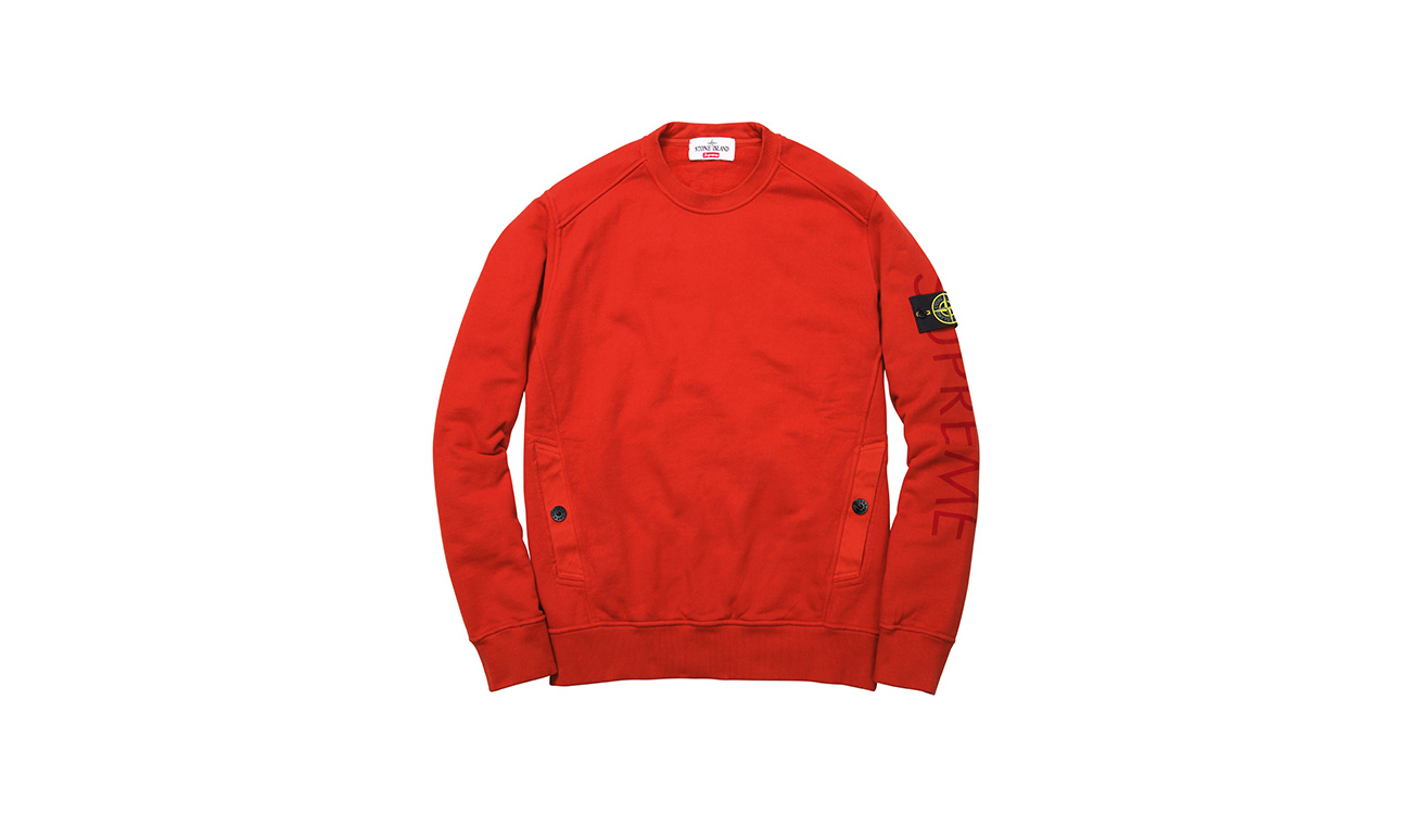 Red sweatshirt with crewneck and diagonal pockets, with Stone Island badge and Supreme written on left arm.