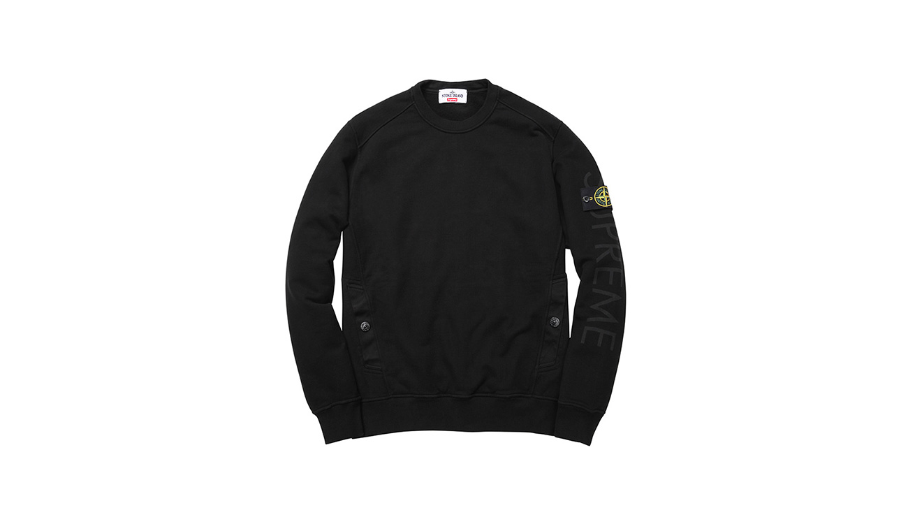 Black sweatshirt with crewneck and diagonal pockets, with Stone Island badge and Supreme written on left arm.