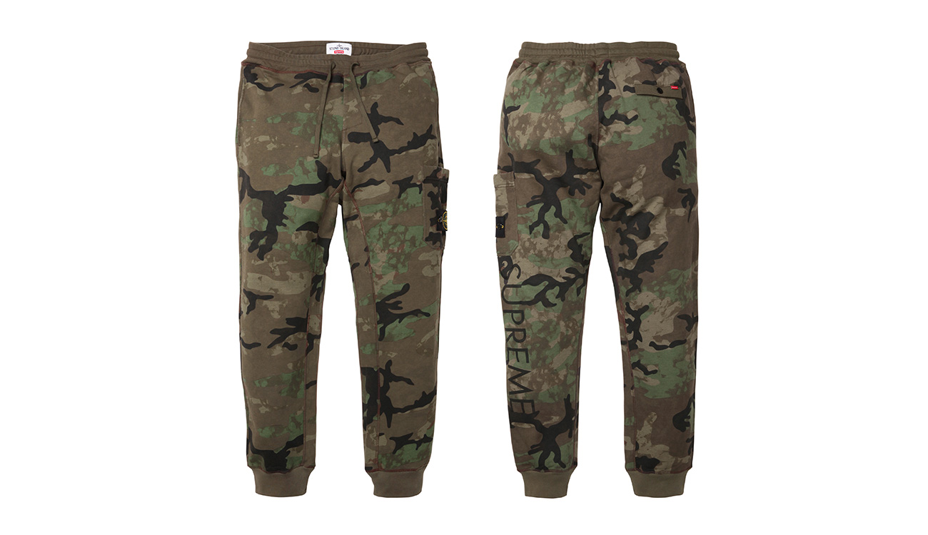 Front side and back side of camouflage sweatpants with Stone Island badge and Supreme written on left leg.