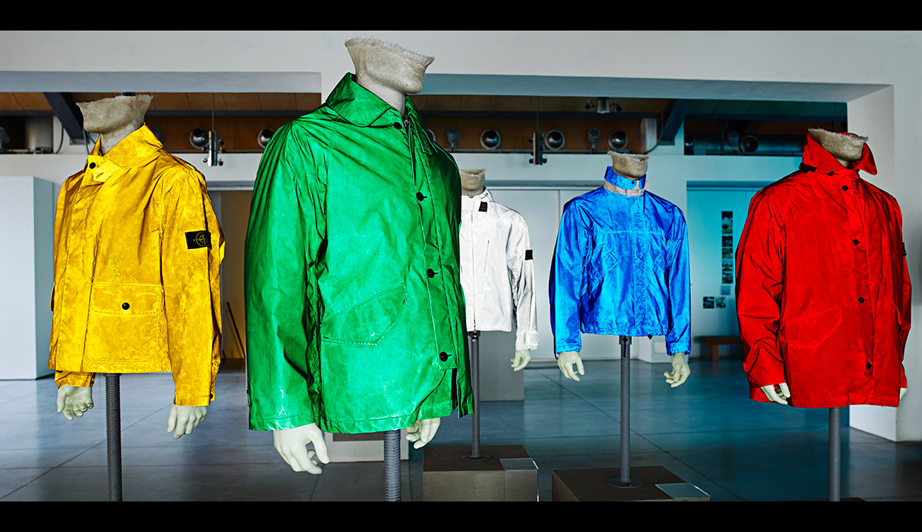 5 mannequins in different colored jackets.